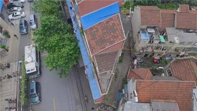Bất ngờ trước sự thay đổi của căn nhà hình tam giác sau khi được cải tạo toàn bộ